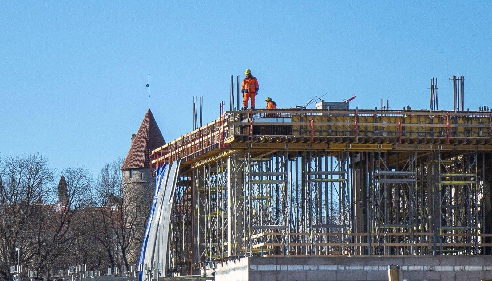 Märtsi alguses võis Porto Franco ehitusel näha üksikuid töömehi.