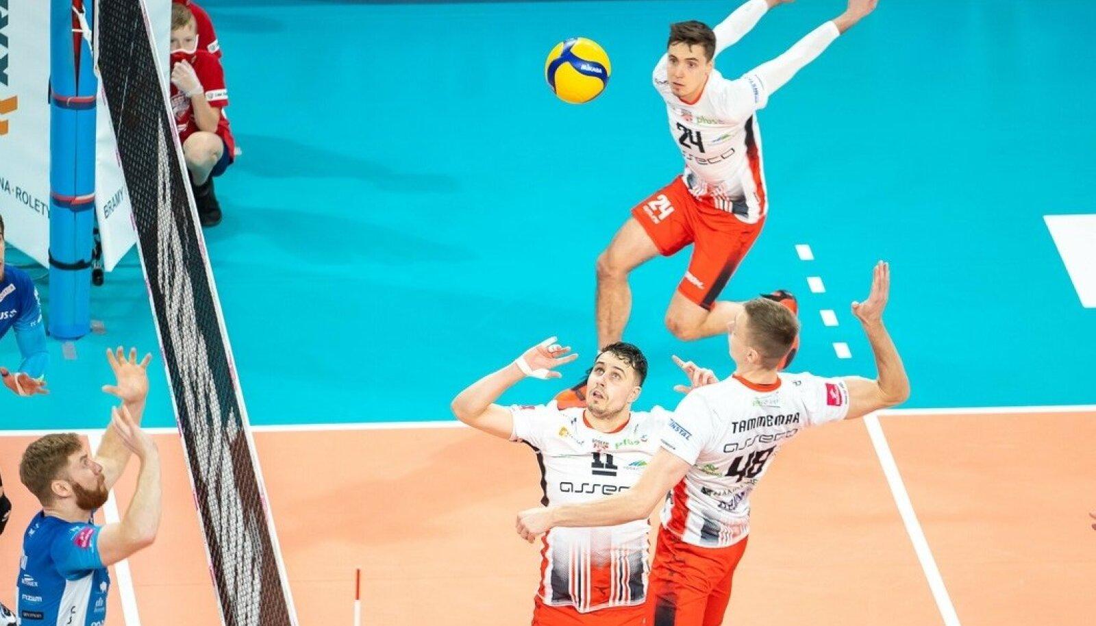 Kellele läheb Poola koondise esimängujuhi Fabian Drzyzga sööt - kas Robert Tähele või Timo Tammemaale?