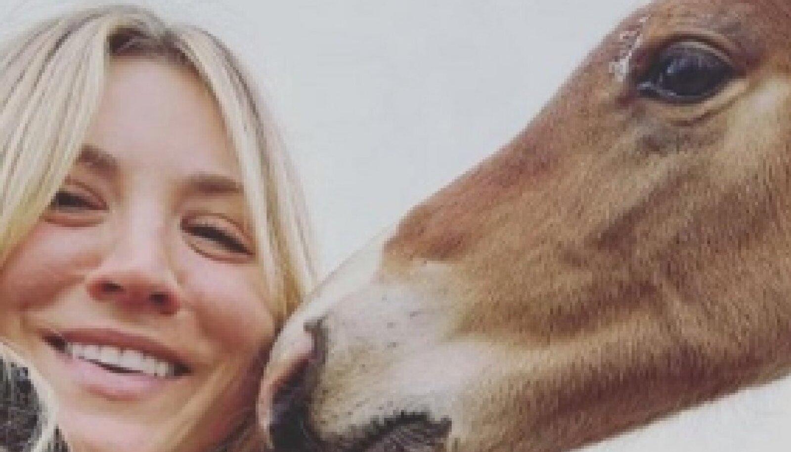 Kaley Cuoco on tuntud kirgliku hobustefännina