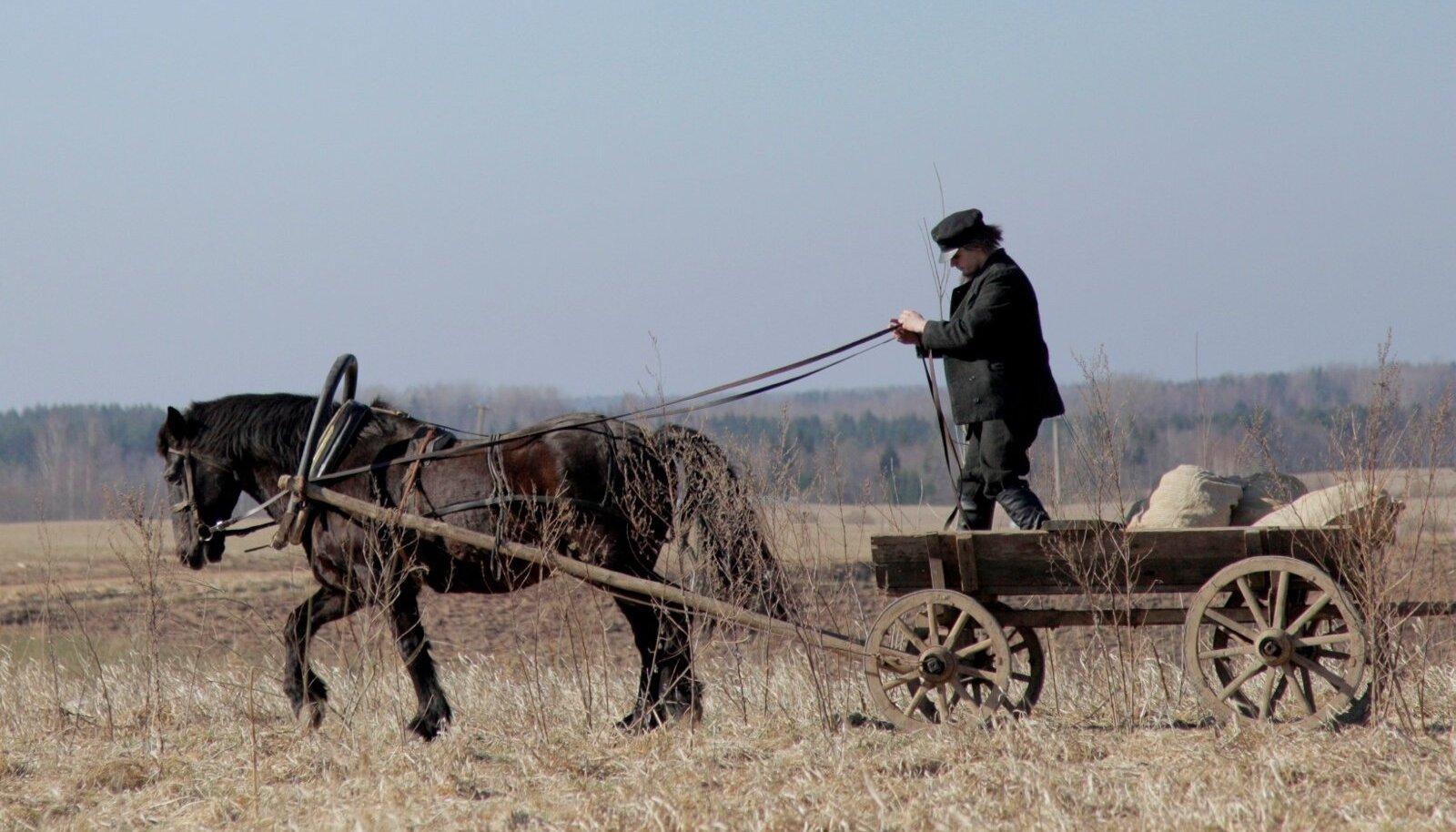 """Hobune Keeris """"Tõe ja õiguse"""" võtetel."""