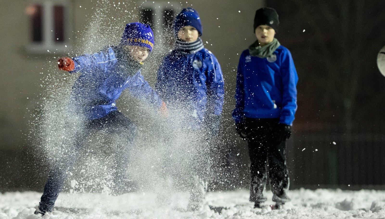 Põhja-Tallinna JK Volta tublimad vutipoisid on kogu külma aja kenasti trennis edasi käinud.