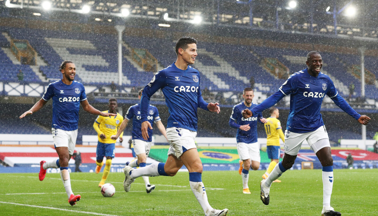 Everton hoiab Premier League'is liidrikohta. Pildil Dominic Calvert-Lewin, James Rodriguez ja Abdoulaye Doucoure.