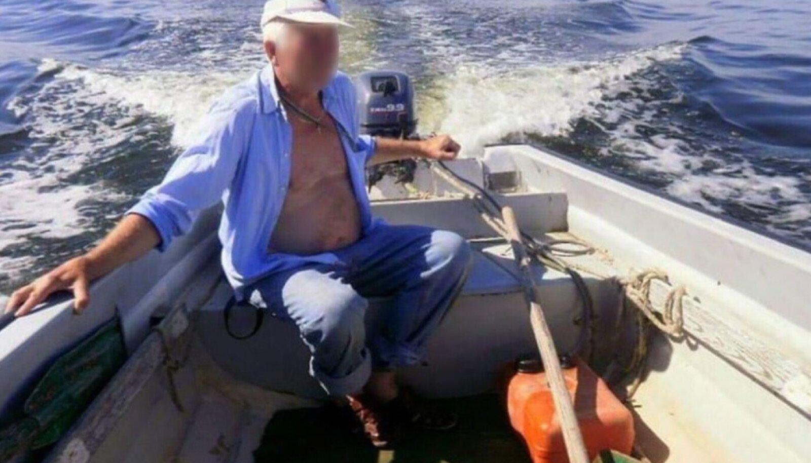 ДО ОПЕРАЦИИ ПО УДАЛЕНИЮ ОПУХОЛИ: Крепкий хуторянин Мати увлекался рыбалкой, но после операции его мир рухнул.