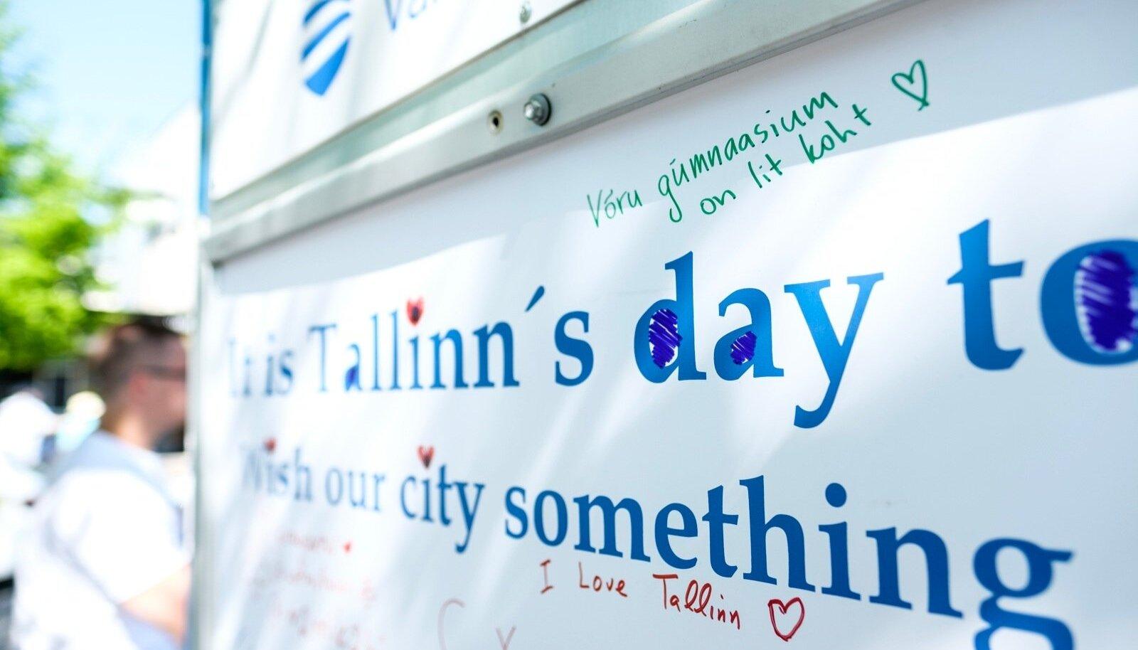 Tallinna päeval, 15.05.2018, püstitati Tallinna kesklinna soovitahvlid, kus möödujad said häid soove edastada Tallinna linnale.