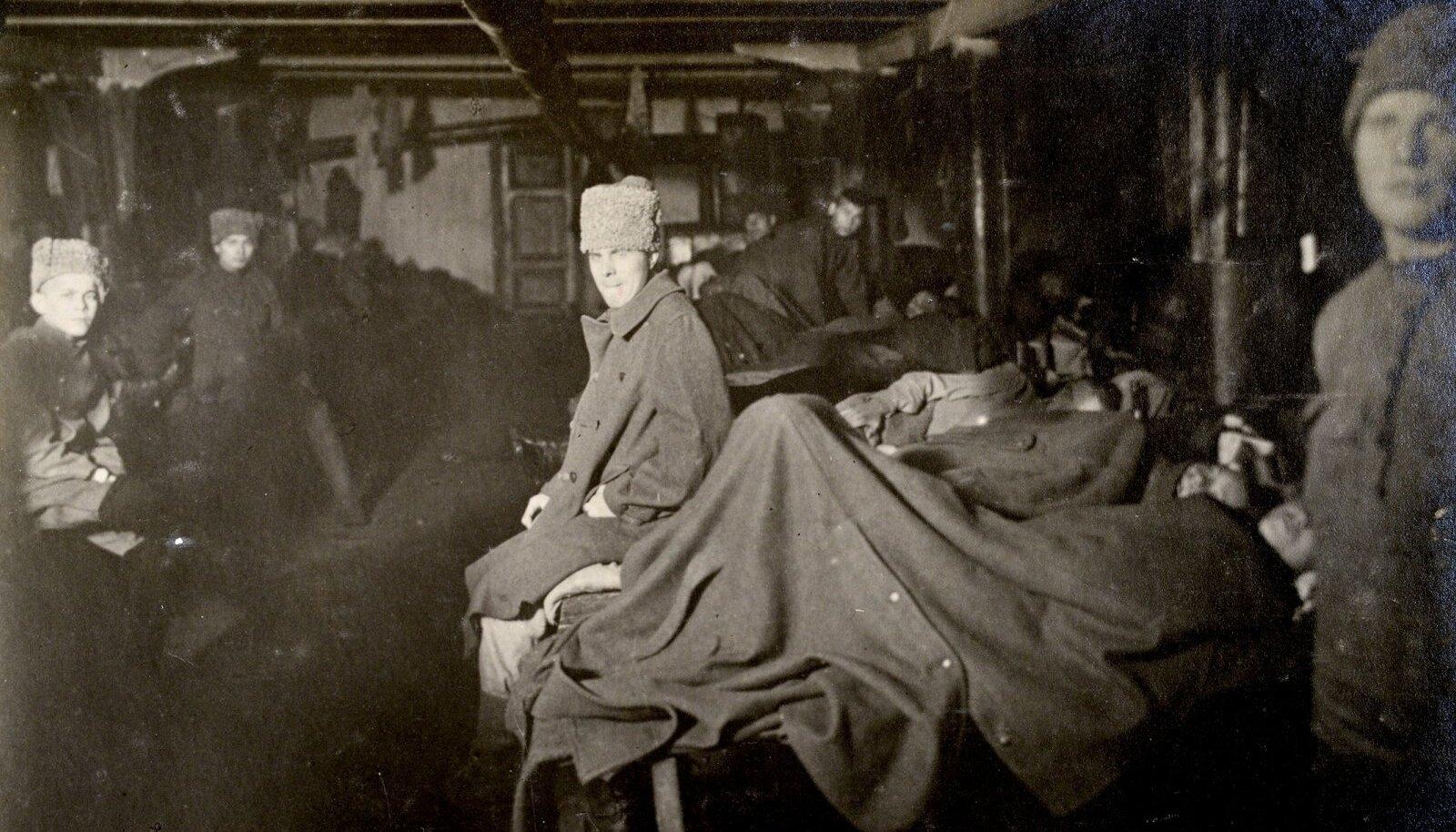 EPIDEEMIA: Tüüfusehaiged Vene Loodearmee sõdurid Narvas veebruaris 1920.