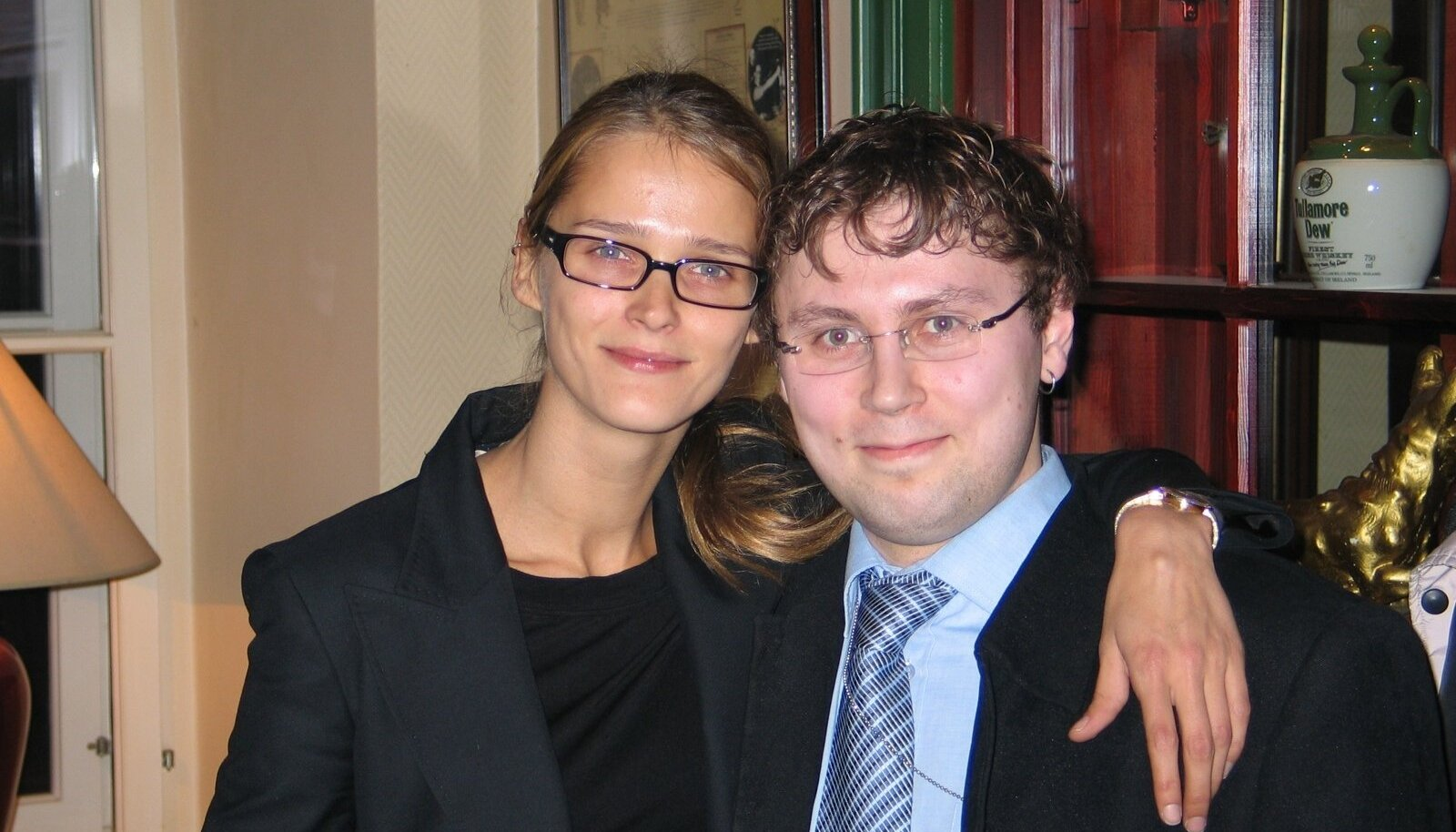 Loo autor Rene Leiner supermodell Carmen Kassiga, kes Res Publica ridades europarlamenti kandideeris.