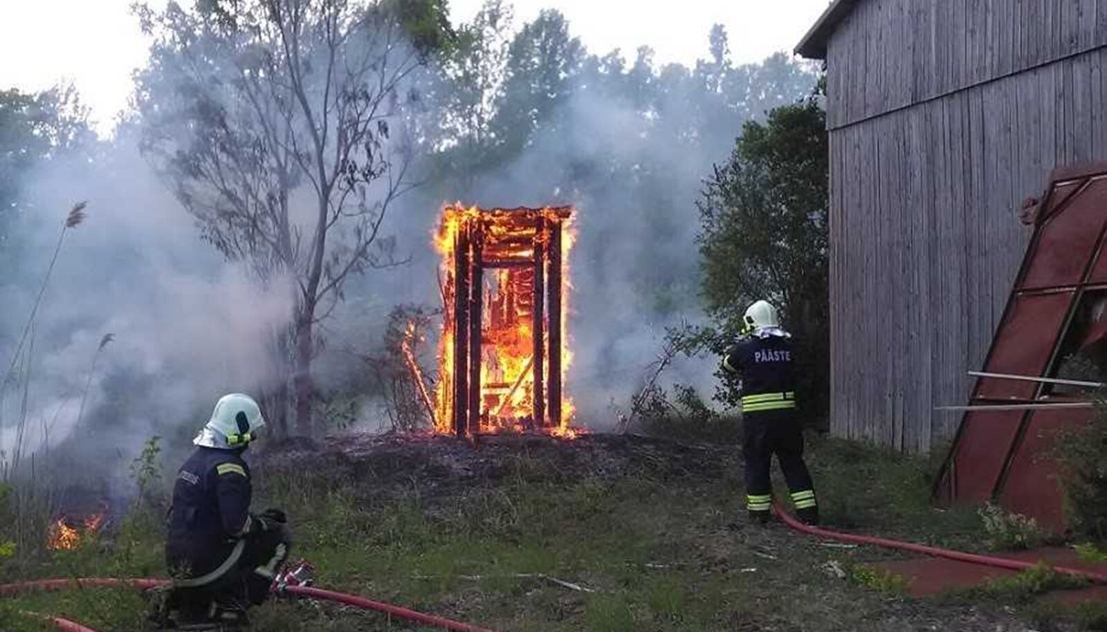 30. mail kell 18.15 teatati häirekeskusele tulekahjust Suur-Randvere külas, kus oli põlema süttinud välikäimla. Päästjate saabudes põles välikäimla lahtise leegiga ning süttinud oli ka seda ümbritsev pinnas 3 meetri raadiuses.