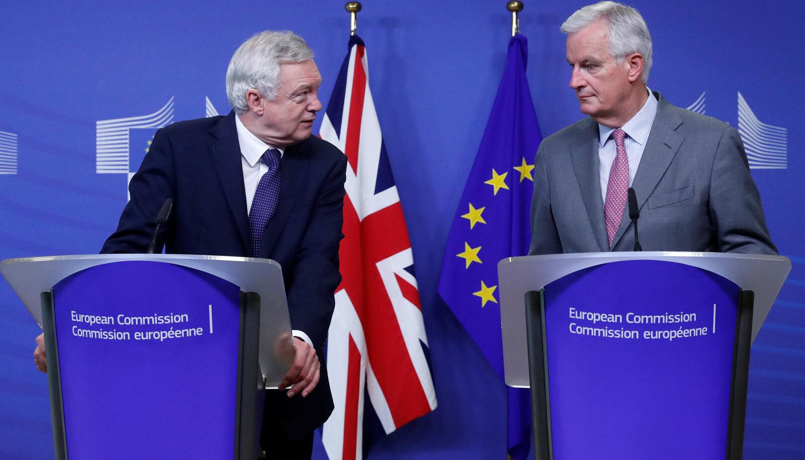 David Davis (paremal) ja Michel Barnier (vasakul)