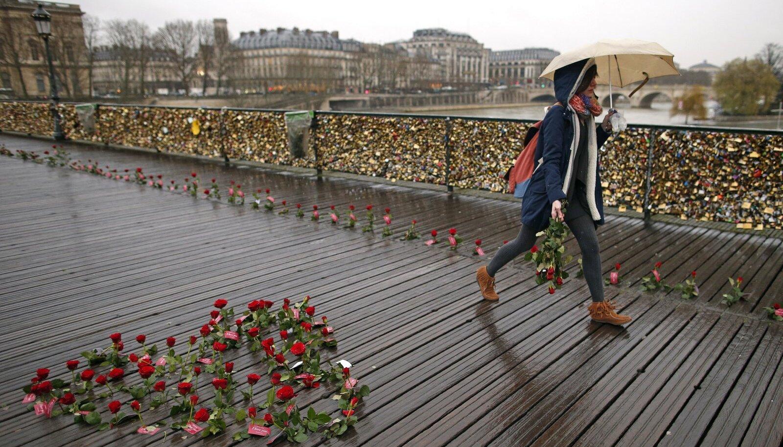 Pont des Artsi sild Valentinipäeval.
