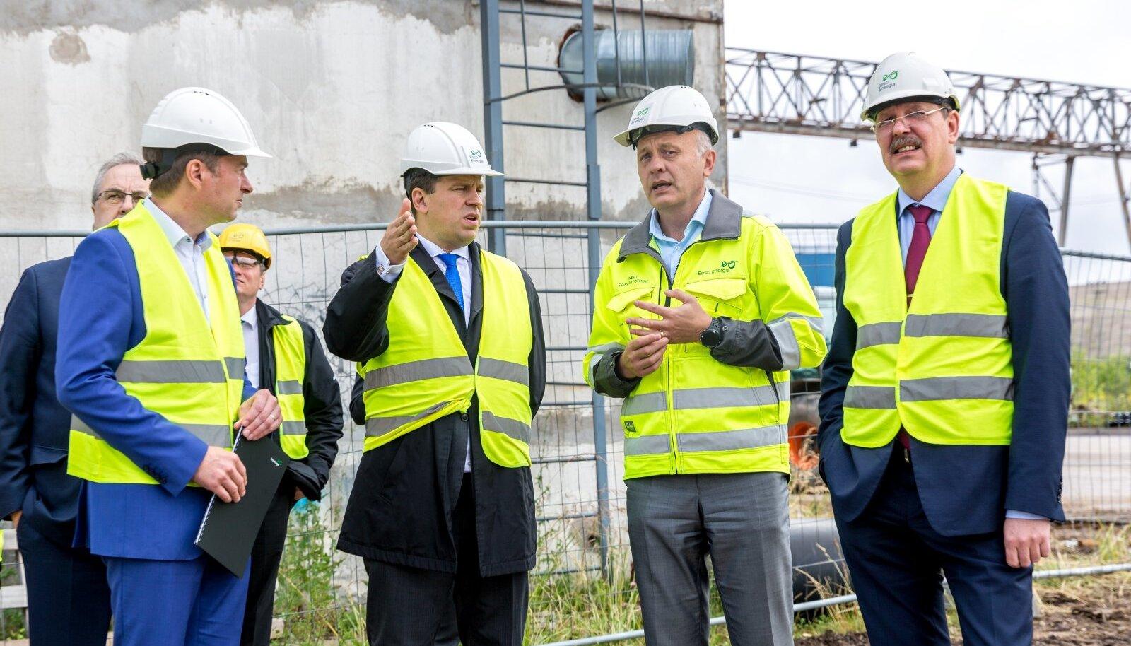Peaminister Jüri Ratase (vasakult teine) toetust Ida-Virumaal on arvatavasti räsinud põlevkivienergeetika kohale kerkinud tumedad pilved.