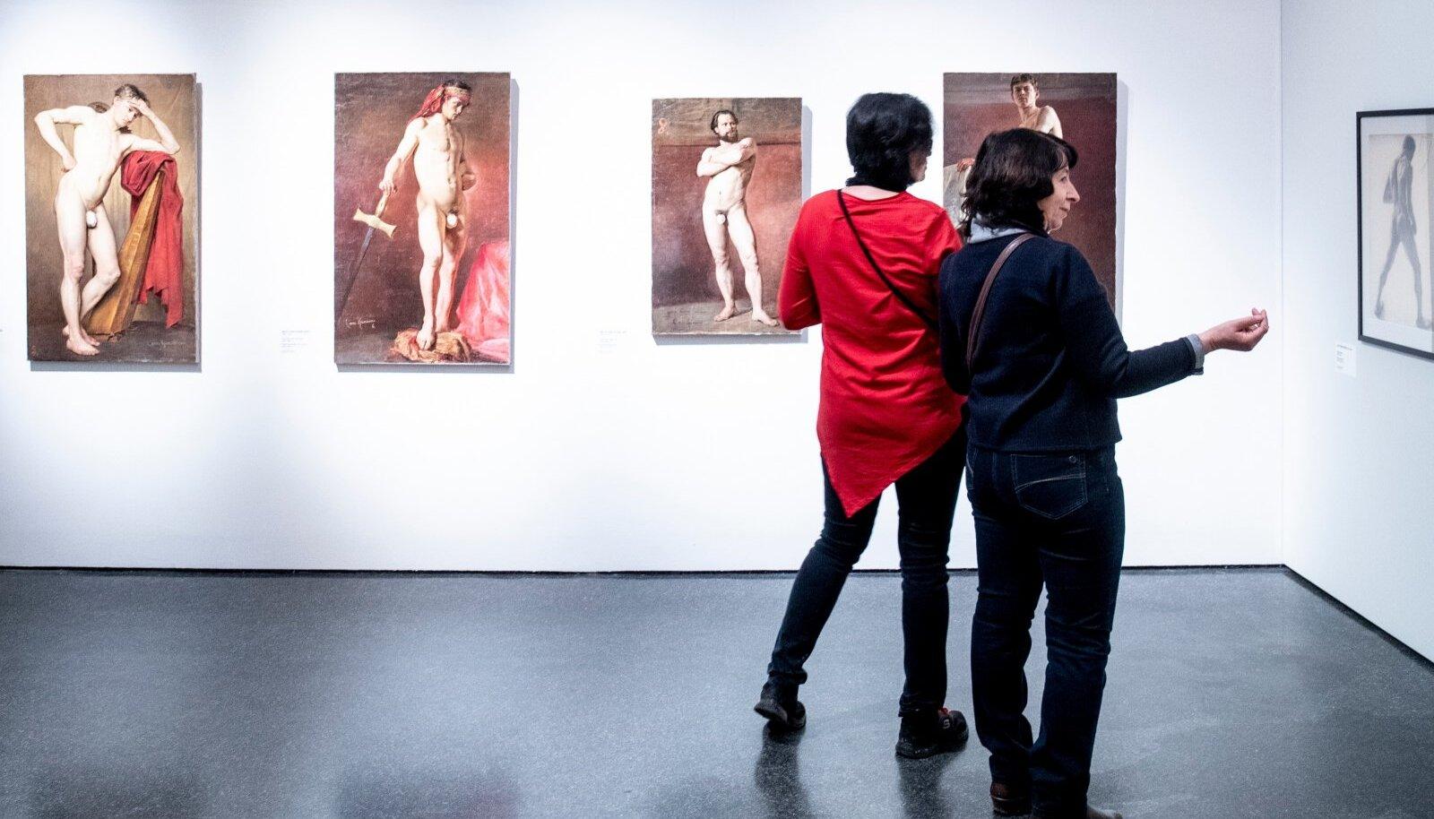 Sally von Kügelgeni kinnikaetud genitaalidega meesaktimaalid osutavad Peterburi kunstiakadeemia progressiivsusele 1880. aastatel.