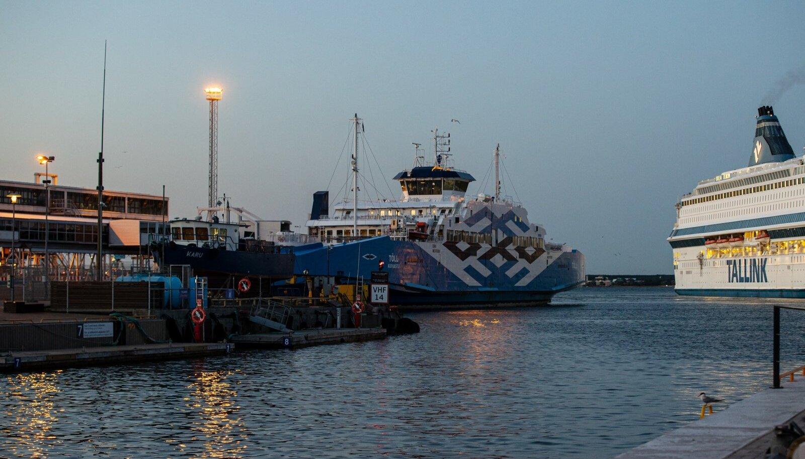 Praam Tõll Tallinna sadamas 05.08.2021