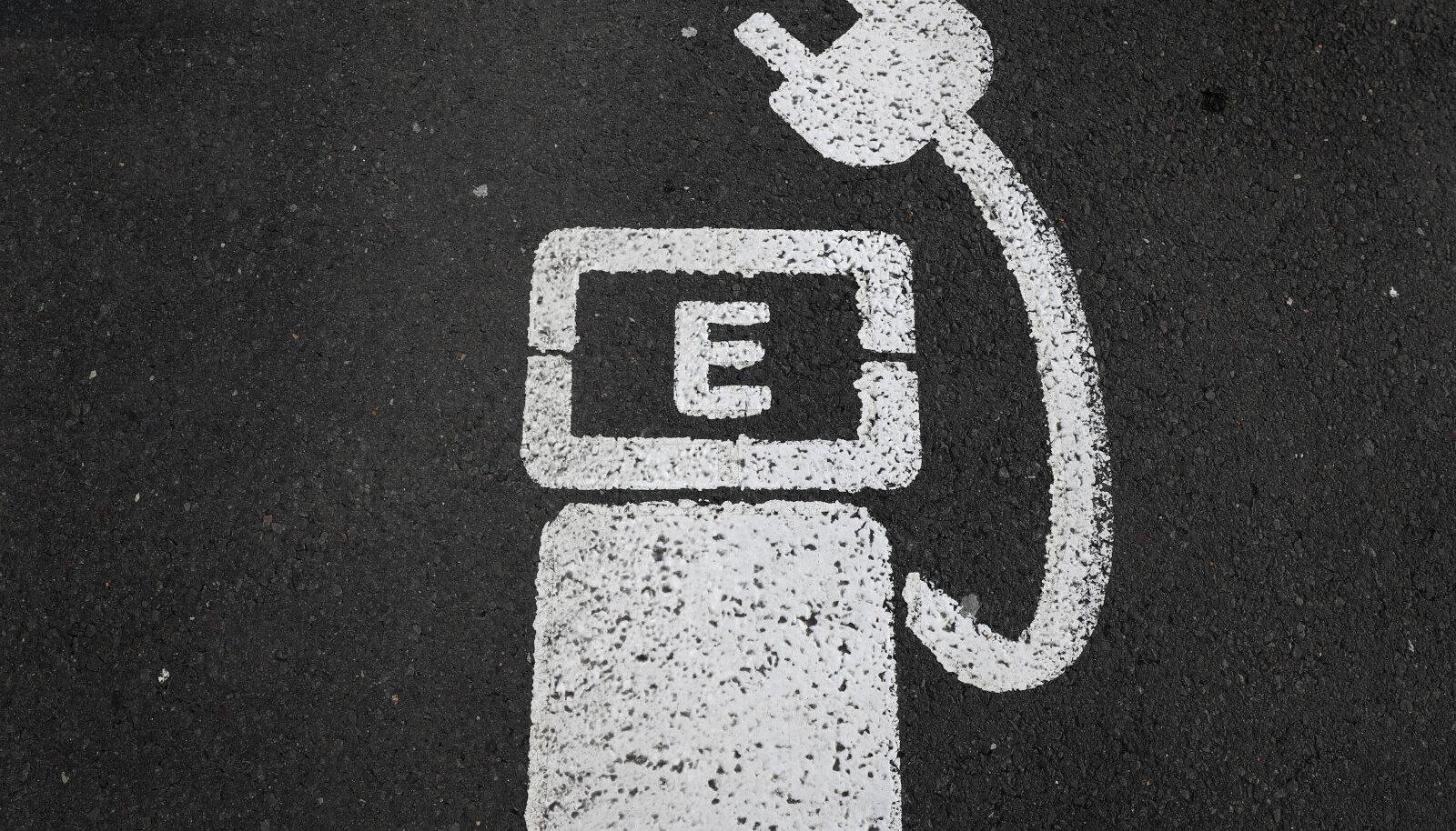Elektriautode laadimiskohta tähistav märk Saksamaal
