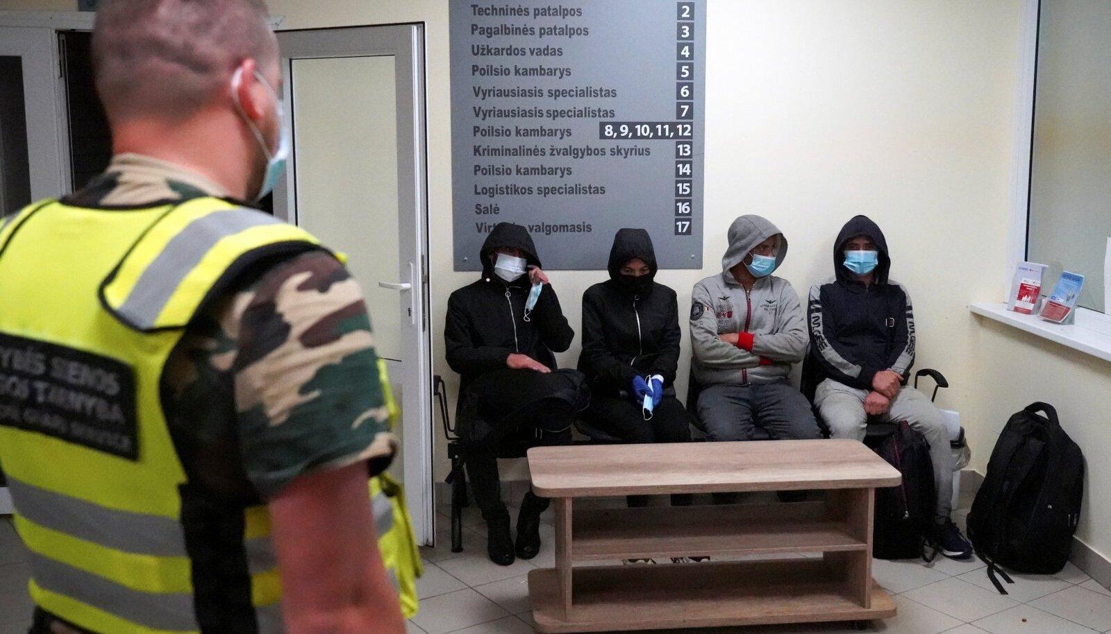 Osa migrante saadakse COVID-19 nakkusega ravile ja ilmuvad paari päeva pärast juba Poola piirile.