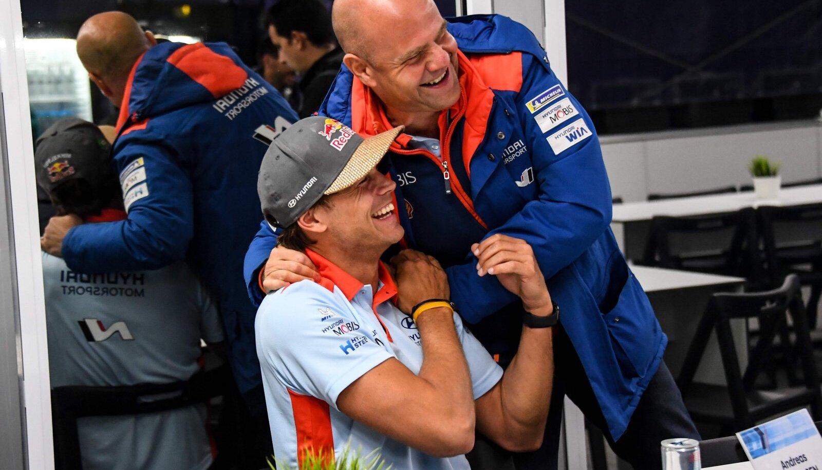 Andreas Mikkelsen ja Hyundai boss Andrea Adamo