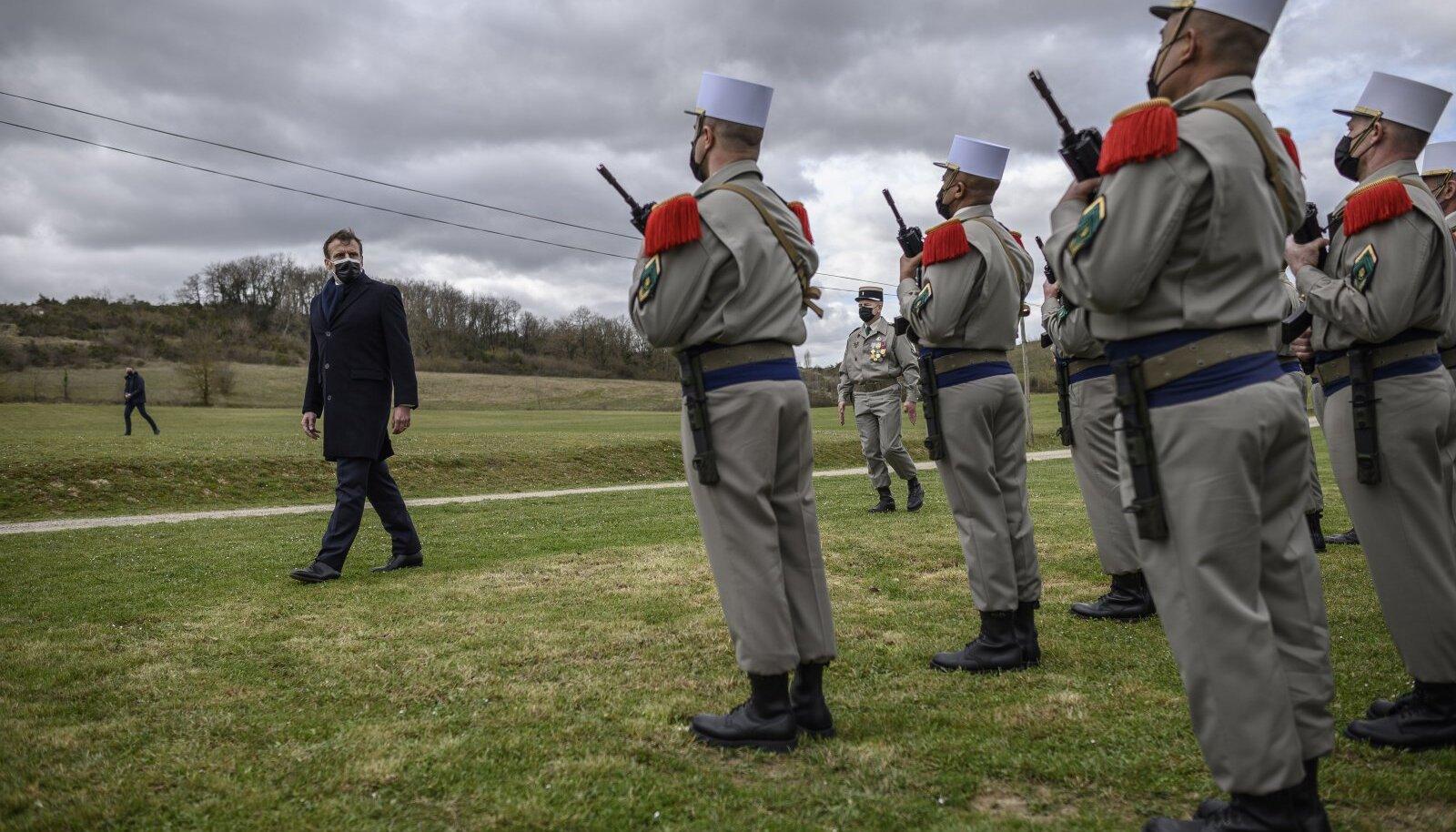Prantsuse president Emmanuel Macron märtsis Auleegioni sõduritega
