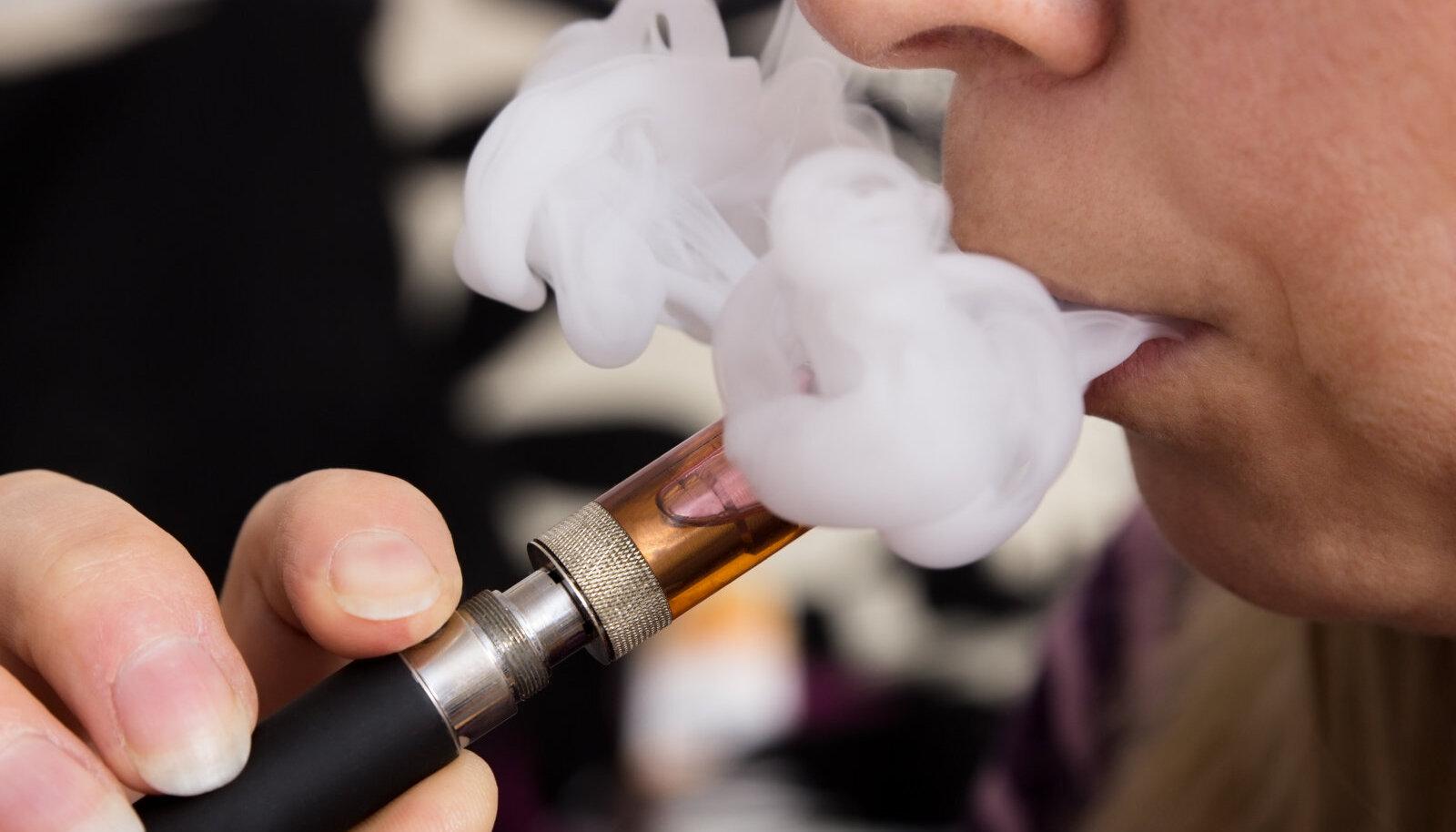 E-sigarettidel on vähem kahjulikke järelmõjusid inimeste enesetundele ja meeltele võrreldes põletatavate tubakatoodetega.