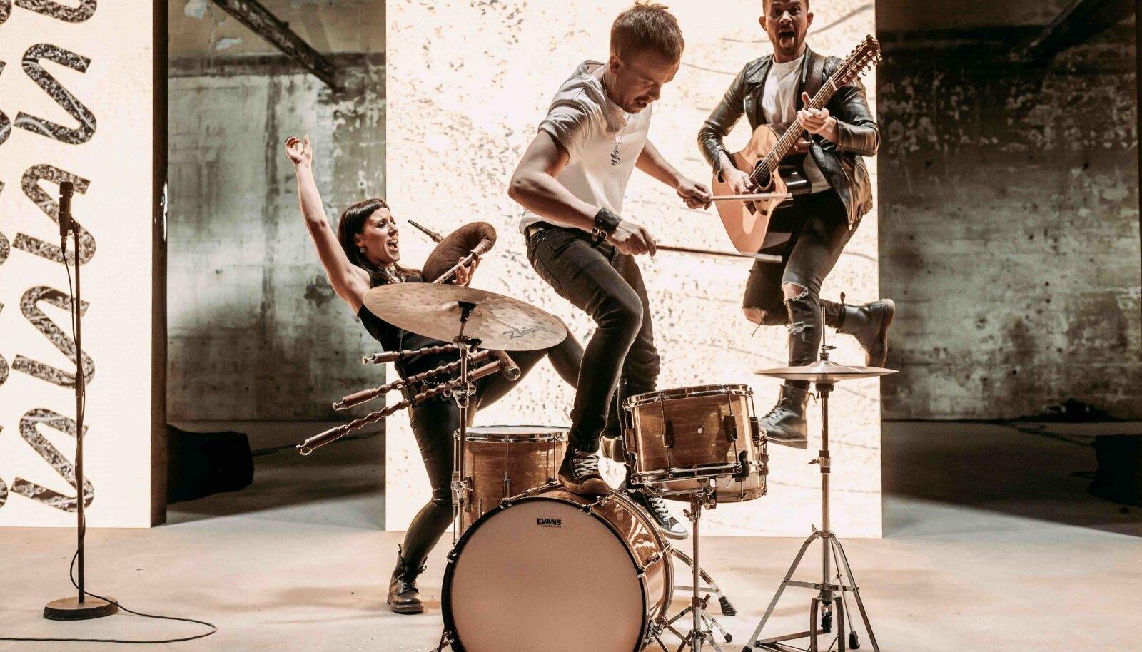Trad.Attack! esineb nii Tallinn Music Weekil, Summer in the City festivalil lauluväljakul kui ka Viljandis Pärimusa 2.0 kontsertidel.