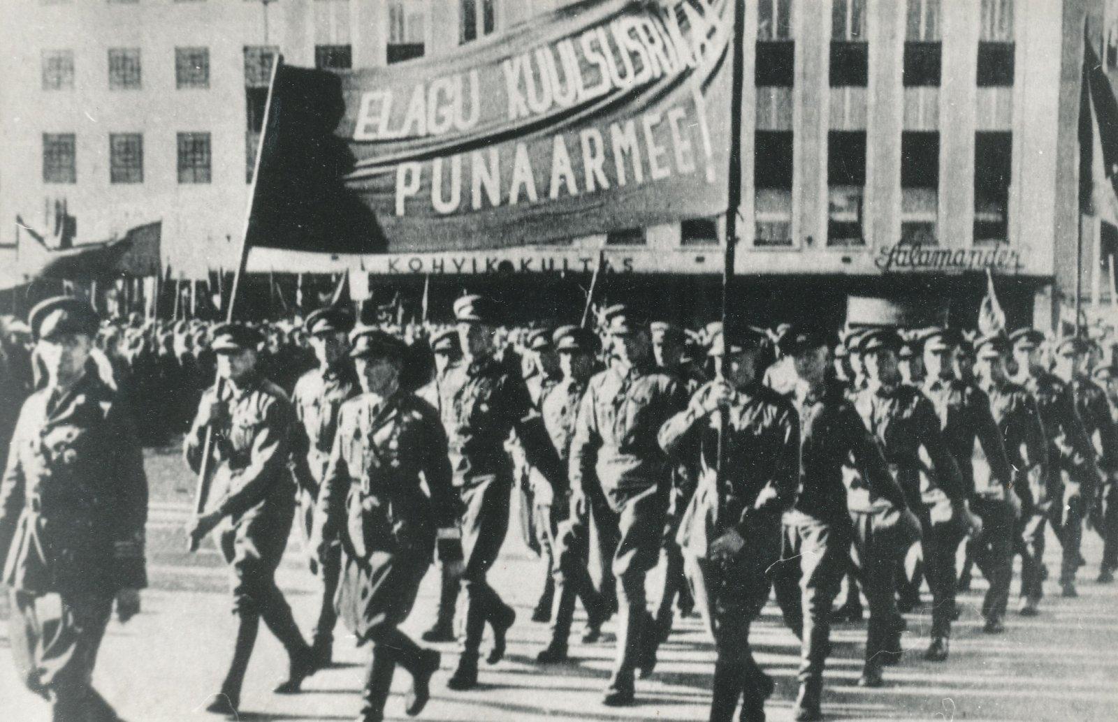 Ajaloolane:  punaarmeed Eestis lilledega ei tervitatud, röövisid ja tsiviilisikute kallal vägivallatsesid nii sõdurid kui ohvitserid