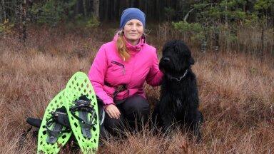 Kristina Traks kosutab hinge Emajõe-Suursoos matkates. Suuršnautser Kusti on valmis kõik retked vapralt kaasa tegema.