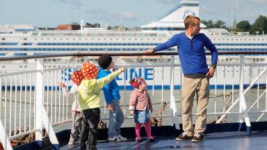 Silver Sidron laste Joosepi, Karli, Mihkli ja Tuuliga teel Soomest tagasi koju.
