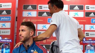 Hispaania peatreener Luis Enrique (paremal) sammub EM-finaalturniiri poole. Koondise kapten Sergio Ramos jääb aga koju istuma ja mänge telerist vaatama.