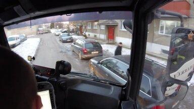 SENSOR: Päästjad ei mahu läbi parkivate autode rägastiku majadeni. Kulutatakse minuteid, mis võib viia katastroofini