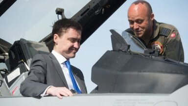 Prime Minister Rõivas is known to take keen interest in fancy aircraft