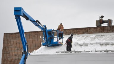 Kõige kindlam on katuste puhastamisel kasutada spetsialistide abi.