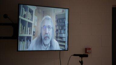 Aivar Pohlak osales pressikonverentsil video vahendusel oma Saaremaa kodust.