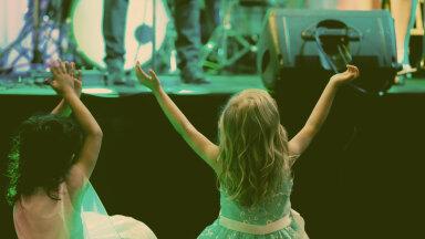 Nördinud naine kontserdielamusest: kallid emmed, siseruumi kontsert ei ole koht, kuhu oma tittesid vedada