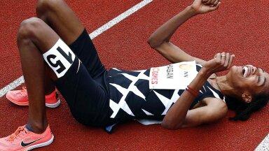 Sifan Hassan rõõmustab maailmarekordi üle, kuid peab naelkingad laborisse saatma.