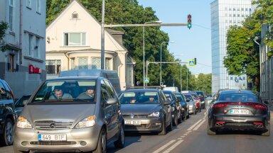 Ligi 30% Euroopa Liidus tekkivast CO2-st tuleb transpordist. Euroopa Komisjon plaanib seda vähendada kahe meetmega: esiteks tõsta fossiilsete kütuste hinda ja teiseks, lõpetada aastaks 2035 sisepõlemismootoritega autode müük. Transpordisektori meetmed tekitasid huvigruppides aga palju küsimusi.