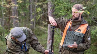Statistilise metsainventuuri proovitüki mõõtmine. Alaliste proovitükkide koordinaate ei avalikustata, mis ongi kohtuskäigu põhjuseks.