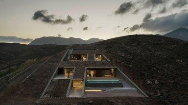 ФОТО | Необычный дом в скале, построенный на одном из греческих островов