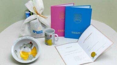 Таллинн отправит рожденным в этом году детям свидетельства о рождении вместе с подарком