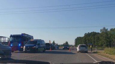 VIDEO | Tartu lähistel Võru maanteel toimus ahelavarii, inimene sai viga
