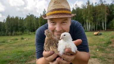 """""""Kasvatame eesti vutte, aga ka mandžuuria, texase ja celadoni vutte,"""" teatab Janek Prits, pildil oma lemmikute, vuttidega."""