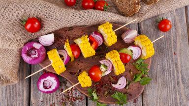 Puidust grillitikud aitavad hoida koos väikemaid toidutükke.