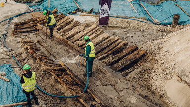 FOTOD | Üllatav avastus: Kadriorus tuli ehitustööde käigus päevavalgele sadu aastaid vana laevavrakk