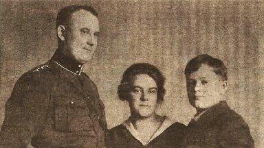 KINDRALI PEREKOND: Isa Johan, ema Maria ja poeg Mihhail. Foto 1920. aastate keskpaigast.