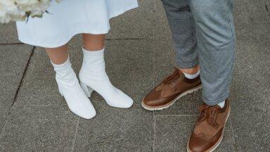 FOTOD | Tahaksid pulmas kanda kingade asemel hoopis midagi mugavamat? Moetoimetaja annab nõu, kuidas seda stiilselt teha