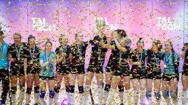 FOTOD | Ideaalse hooaja teinud TalTechi naiskond krooniti Eesti meistriks