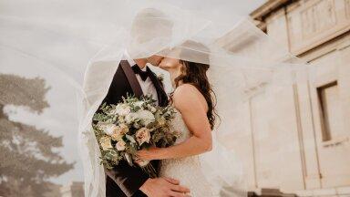 ФОТО   Стилист устроил свадьбу-сюрприз для бездомной пары с шестью детьми