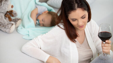 Ema pihtimus: väga paljud emad joovad laste kõrval, sellest lihtsalt ei räägita