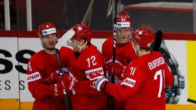 Venemaa hokimehed väravat tähistamas.