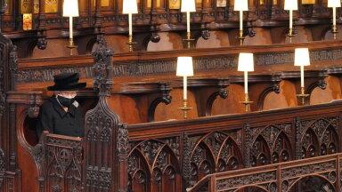 Kurb! Kuninganna Elizabeth II pidi matusetseremoonial ihuüksinda istuma