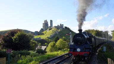 Aururong eelmisel kuul Edela-Inglismaal Dorseti krahvkonnas Corfe`i lossi varemeist möödumas.