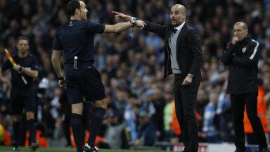 Antonio Mateu Lahoz ja Pep Guardiola