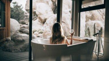 ФОТО | Долой кафель и резиновые коврики! Как правильно превратить ванную в полноценную комнату